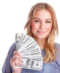 אישה עם כסף